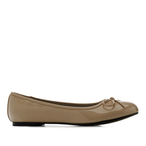 Brown faux-patent leather Ballerinas with bow.