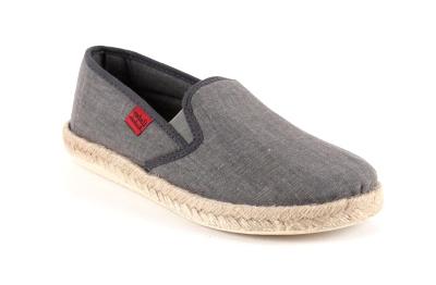 Kućne papuče u raznim bojama, sive