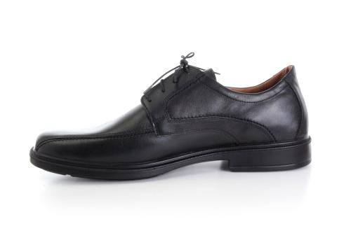 Pánská černá kožená obuv.