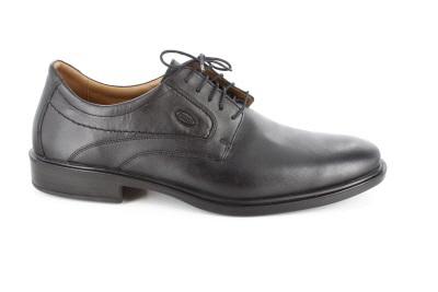 Černá kožená společenská obuv.