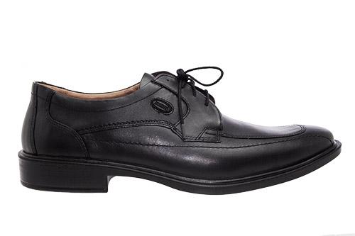 Zapatos de Piel Negro con cordones.
