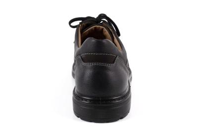 Zapato deportivo de Cuero Negro y Cordones.