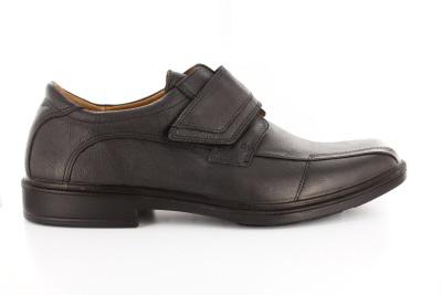 Pánská černá kožená obuv. Přezka na suchý zip.