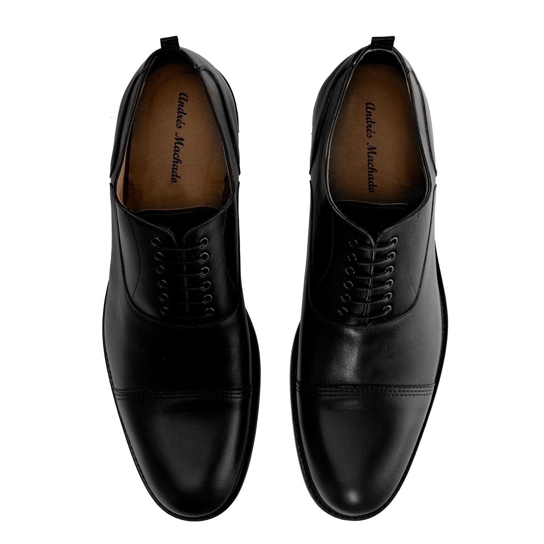Herrenschuhe im Oxford-Stil aus schwarzem Leder