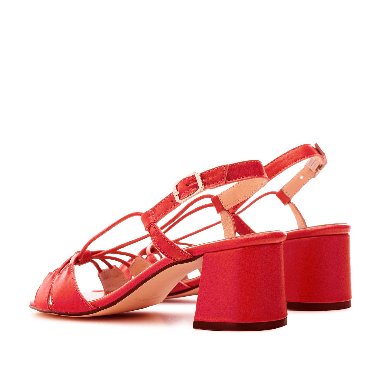 Sandaletten aus rotem Leder mit Schnürung