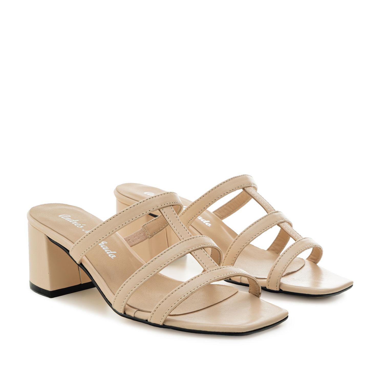 Sandalias con tacón en piel de color Beige
