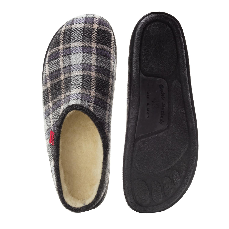 Módní bačkory- pantofle Alpino. Materiál jemná plsť. Černě čtverečkované.