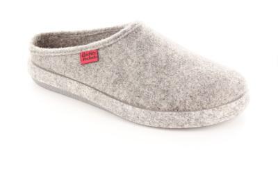 Módní šedé bačkory- pantofle. Materiál jemná plsť.