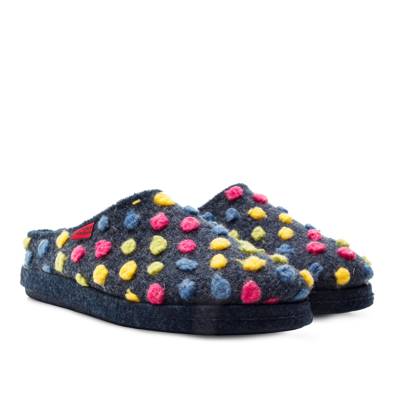 Pantofle Alpinas, modré s barevnými puntíky.