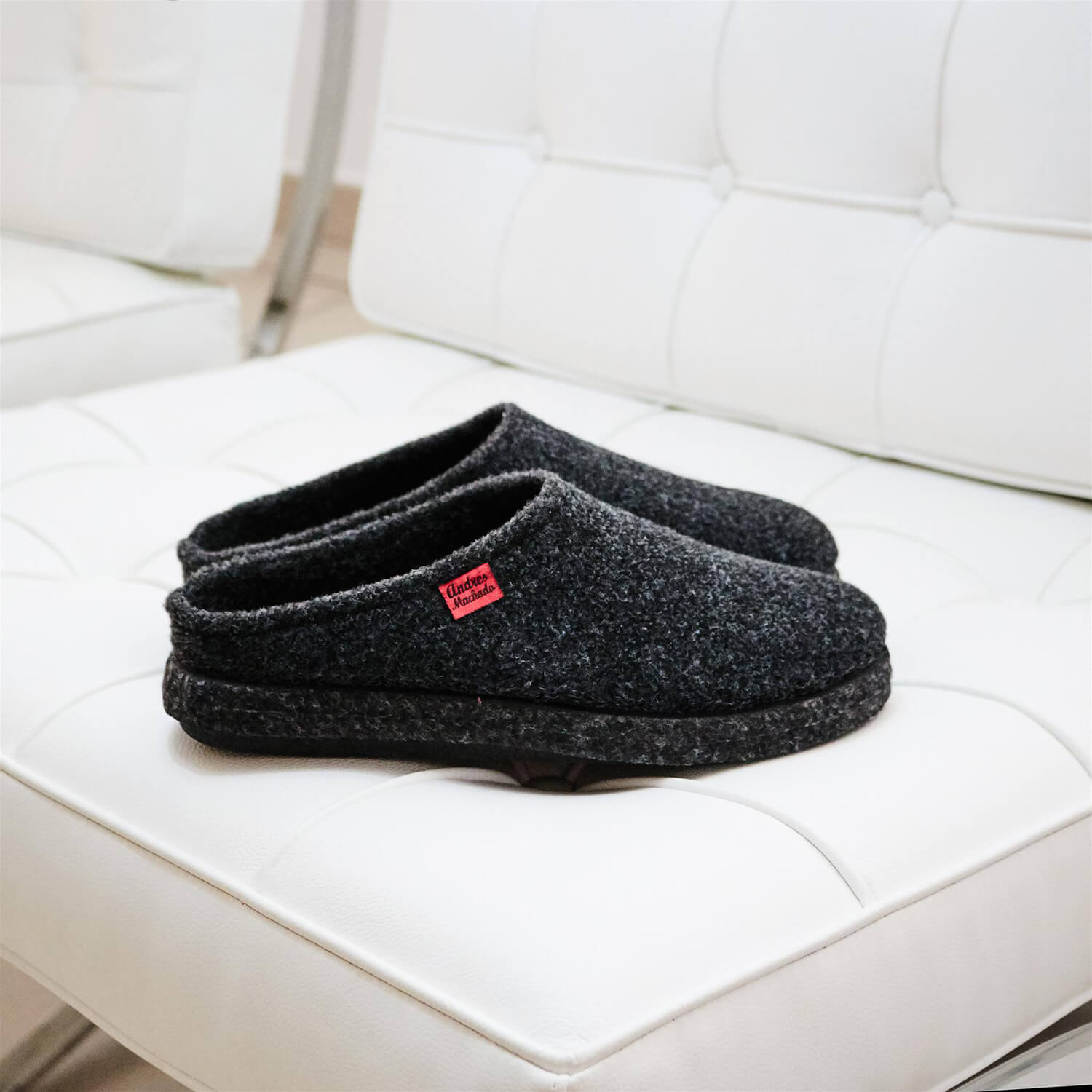 Very comfortable Felt Slippers in colour Anthracite with footbed