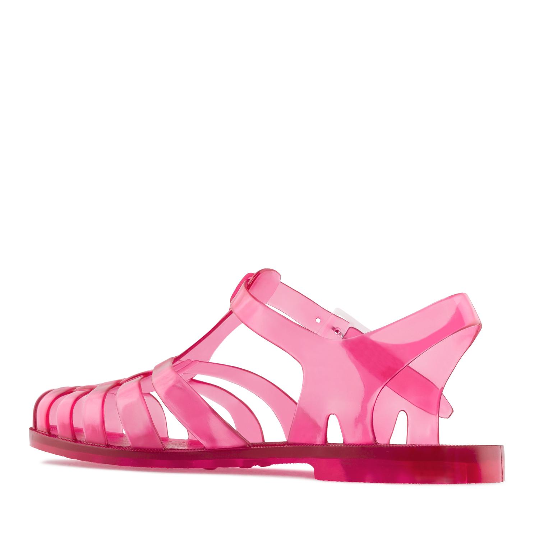 Roosat sandaalit.