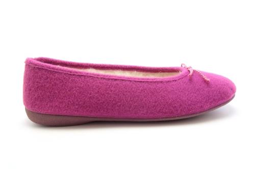Bačkory ve stylu balerínek Alpino. Materiál jemná plsť. Barva fialová.