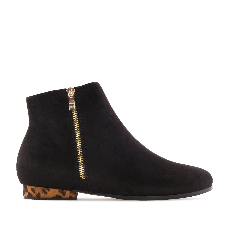 Kotníčková obuv celosemišová. Černá, leopardí podpatek.