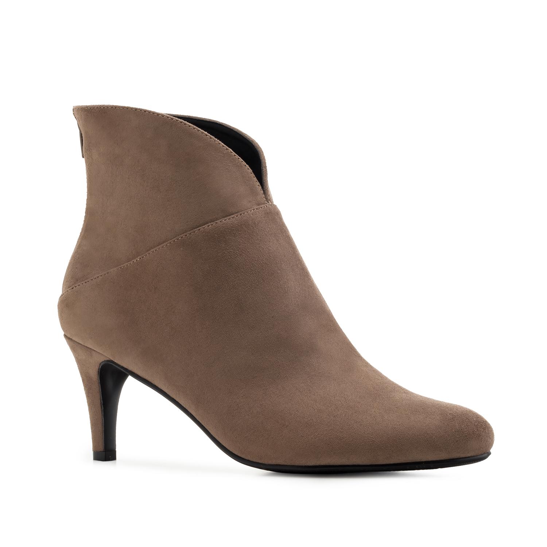 Elegantní semišová kotníčková obuv. Tmavě béžová.