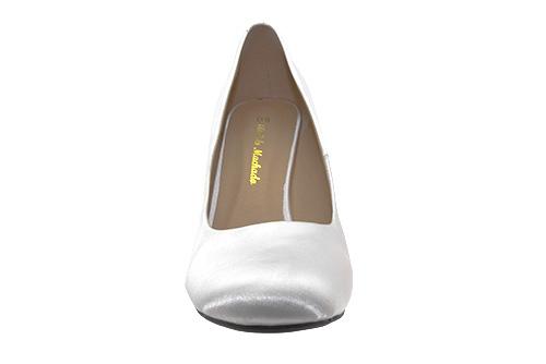 Zapatos de Salón Retro en Saten Blanco y tacón Fino de 9,5 cm.
