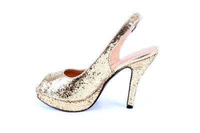 Sandalias en Glitter Oro y Tacón fino.