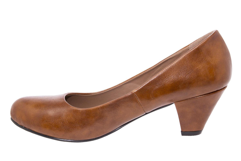Klasické lodičky na nízkém podpatku.Barva camel.