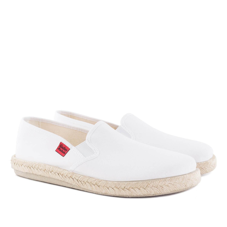 Kućne papuče u raznim bojama, bele