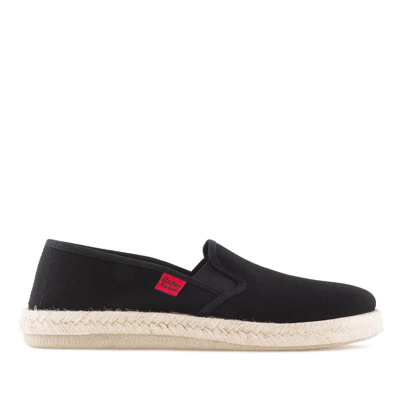 Kućne papuče u raznim bojama, crne