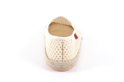 Miticas Zapatillas de Rejilla Beige con suela de goma y yute.