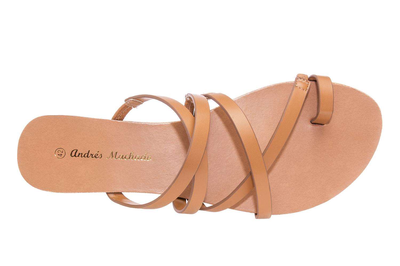 Páskové sandále Antik. Barva hnědá.