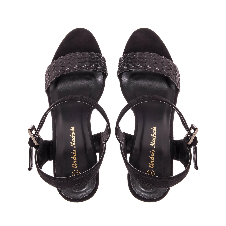 Páskové sandále na vysokém klínu. Celosemišové. Černá.
