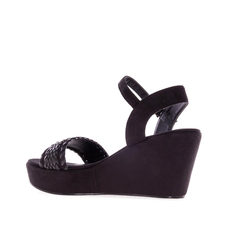 Páskové sandále na platformě. Celosemišové. Černé.