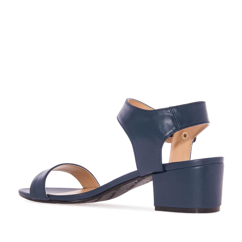 Jednoduché páskové sandále, nižší podpatek, modrá marine.