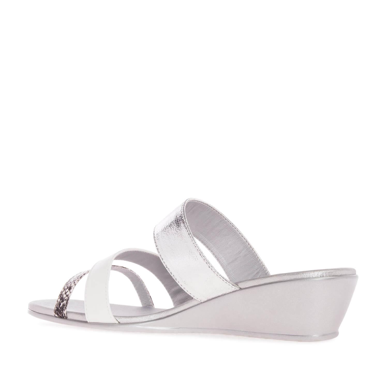 Páskové pantofle na klínu. Stříbrné.