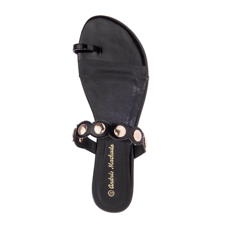 Sandalias en Charol color Negro.