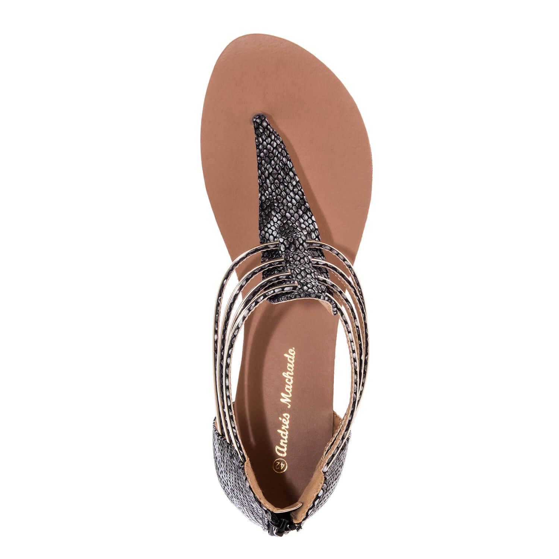 Mustat sandaalit käärmekuvioinnilla.
