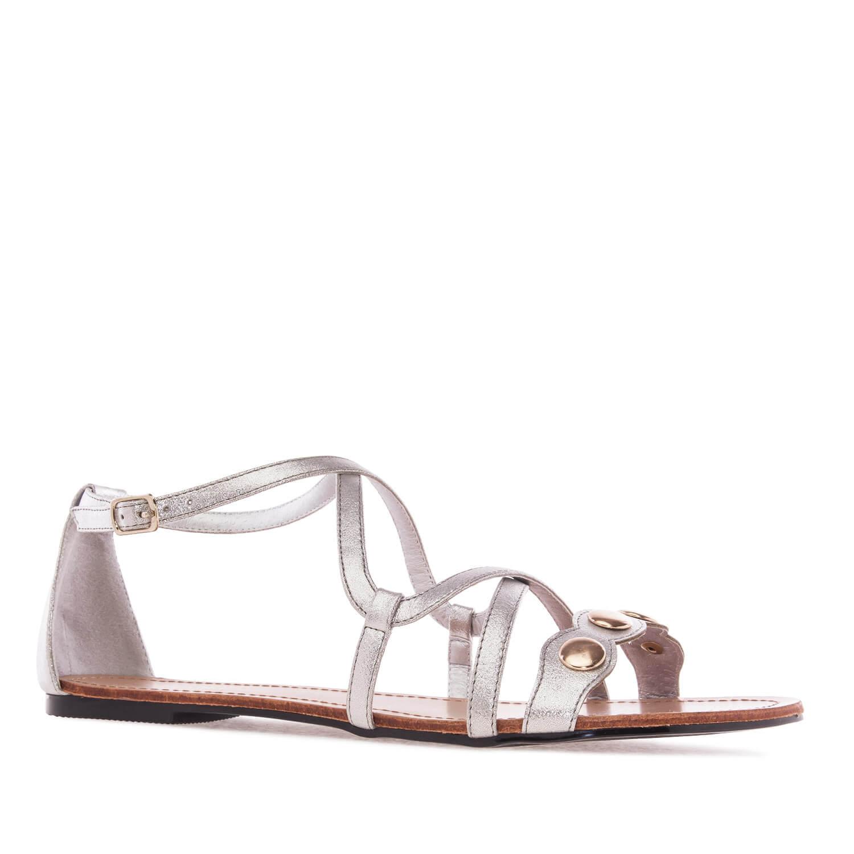 Hopeat roomalais-tyyppiset sandaalit