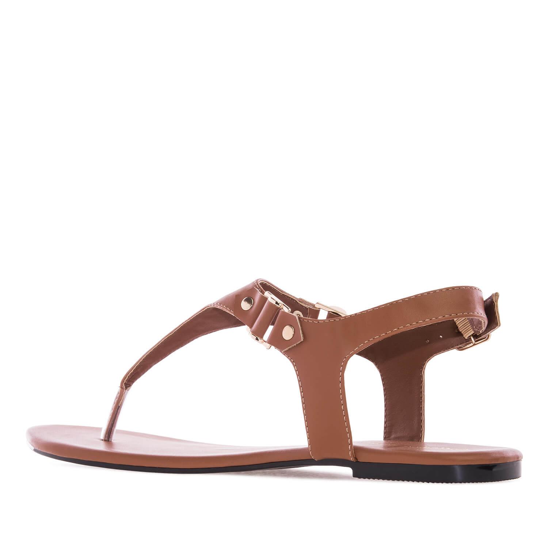 Ruskeat T-remmi sandaalit.