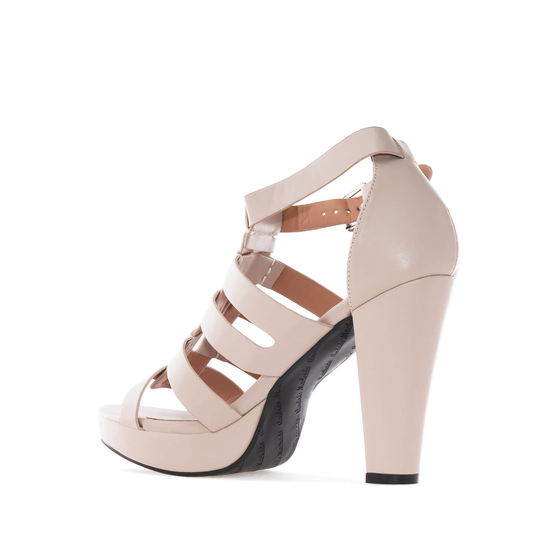 Beiget korolliset sandaalit