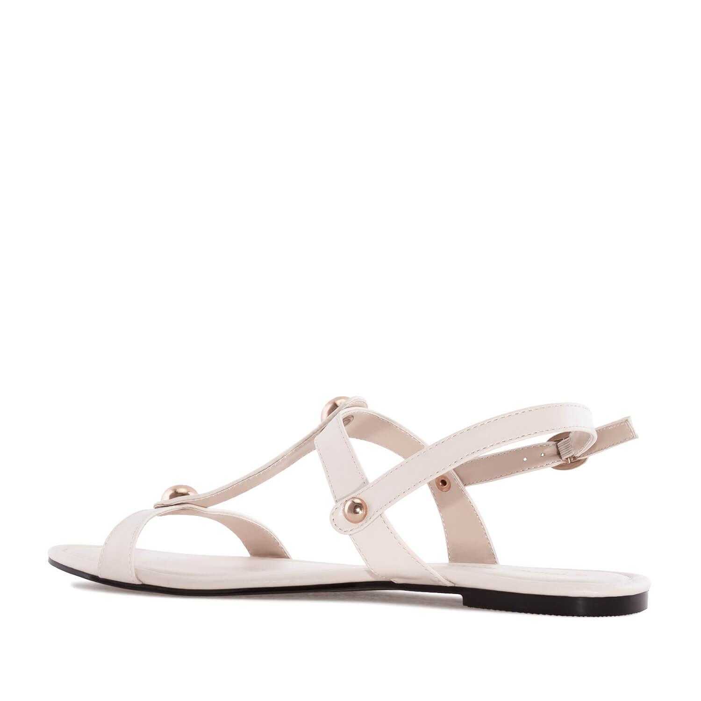 Jednoduché sandále s velkými cvočky. Béžové.