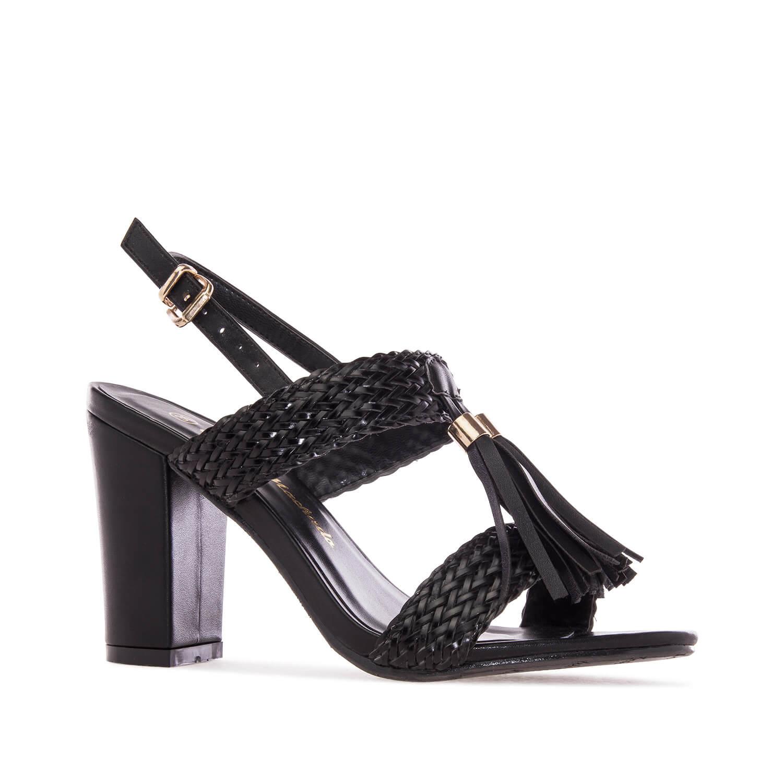 Sandale sa širokom štiklom i ukrasnim detaljima, crne