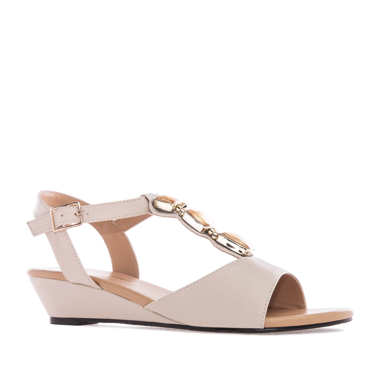 Sandale sa dekorativnim kamenčićima, soft bež