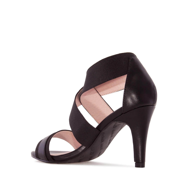 Páskové sandále na podpatku. Elastický pás přes nárt. Černé.