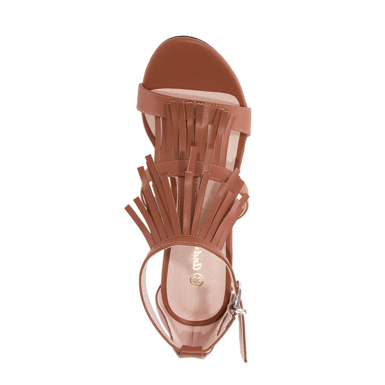 Páskové sandále na podpatku. Střapce. Hnědé.