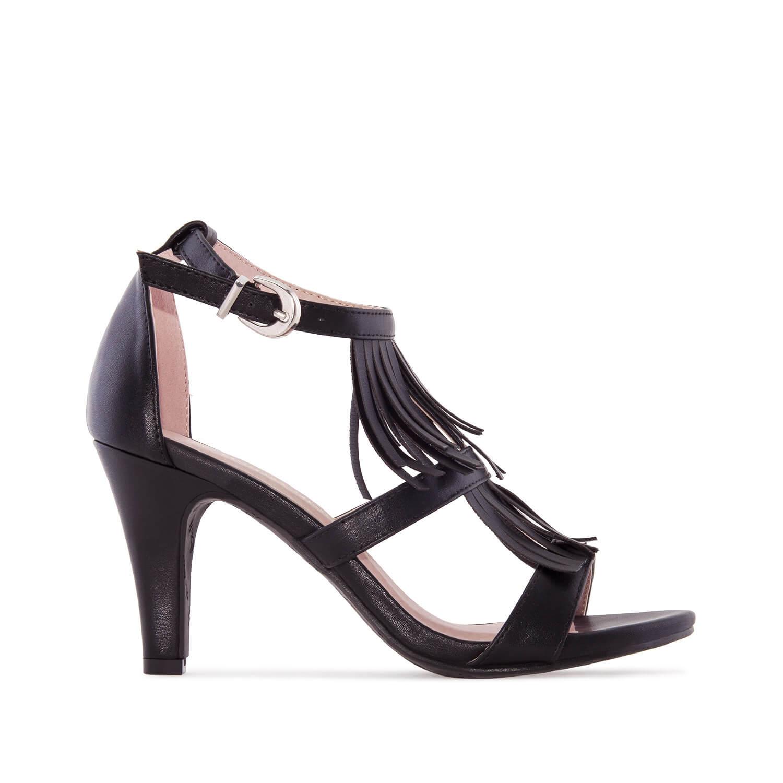 Páskové sandále na podpatku. Střapce. Černé.