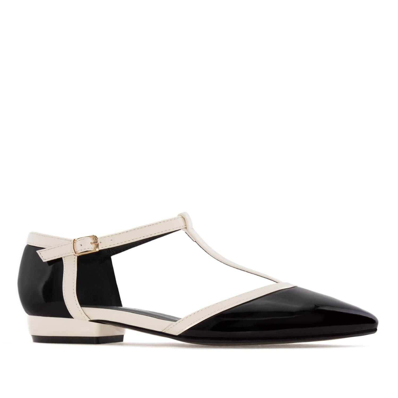Lakovane sandale u formi baletanki, crne