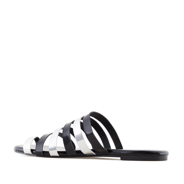 Musta&hopea sandaalit.