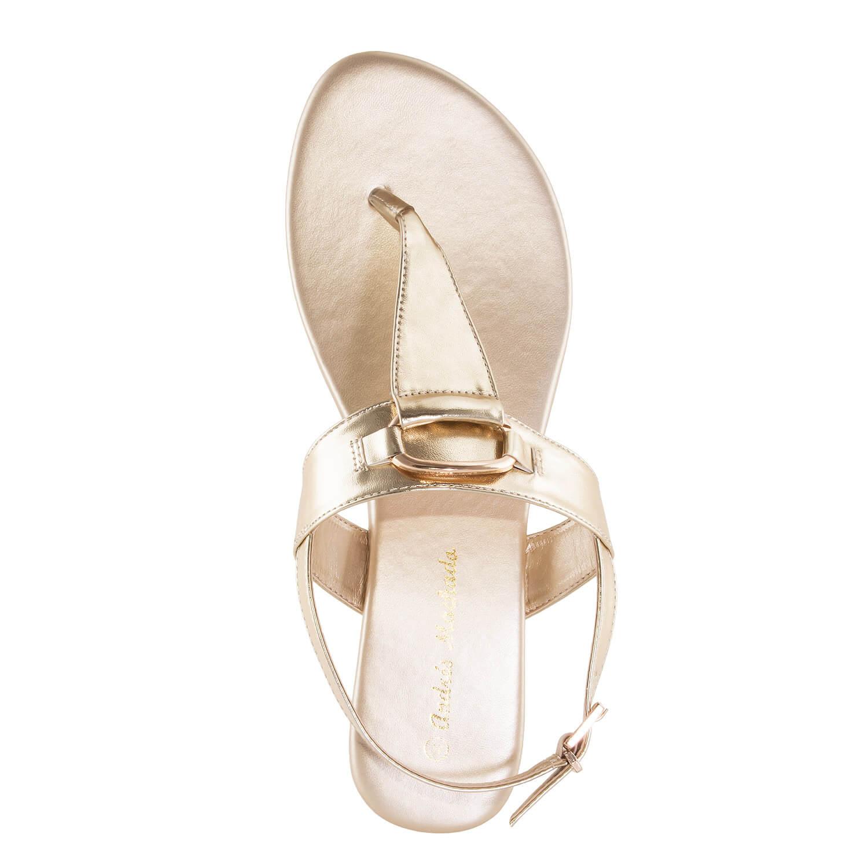 Kultaiset sandaalit.