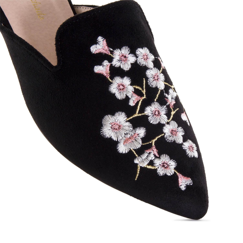 Zapato destalonado Negro Bordado Flores.
