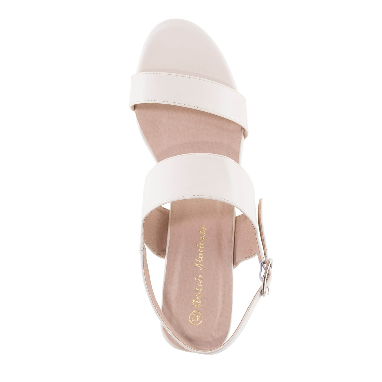 Jednoduché páskové sandále. Béžové.