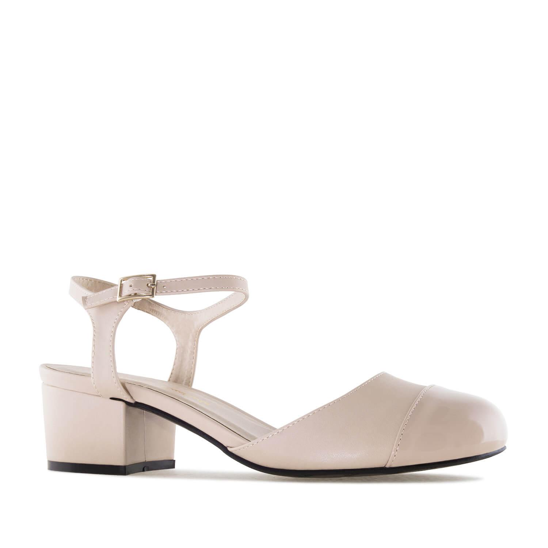 Dámská obuv na podpatku, lesklá špička. Béžové.