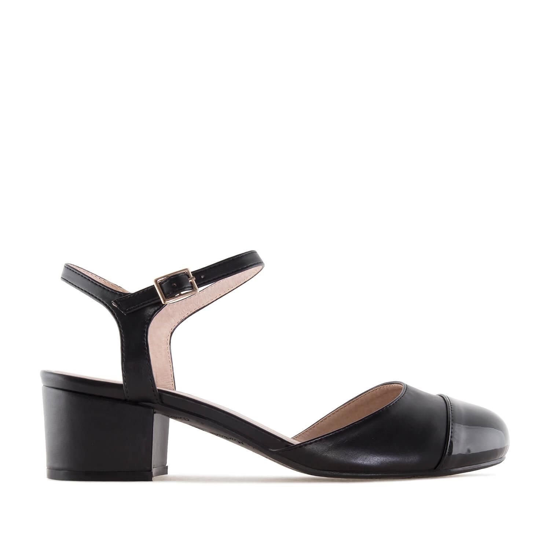 Dámská obuv na podpatku, lesklá špička. Černé.