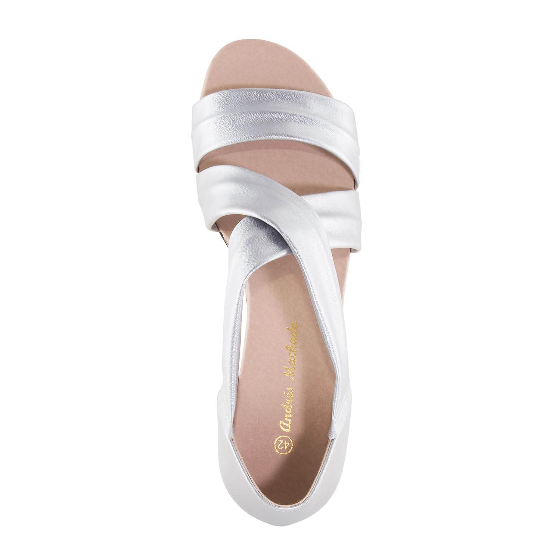 Páskové sandále na malém klínu. Stříbrné.