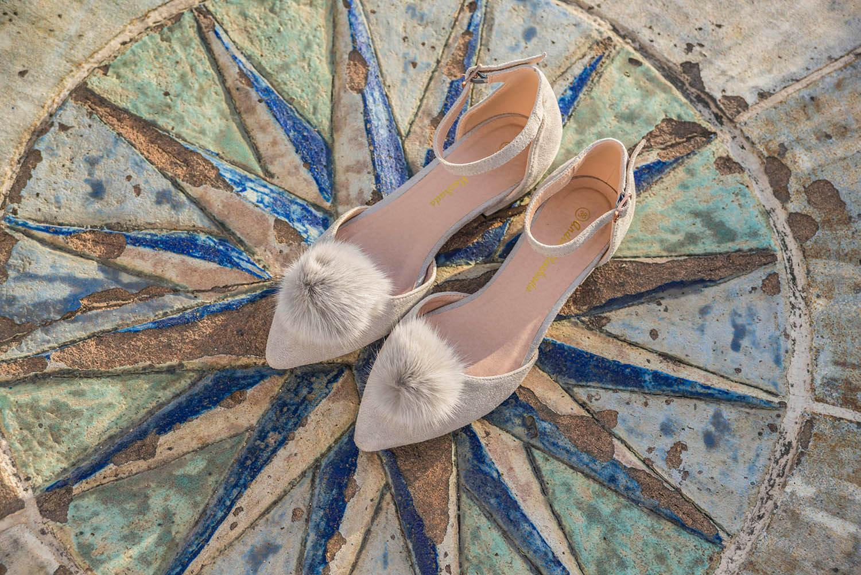 Ballerinas aus Grauem Wildlederimitat mit Pompon