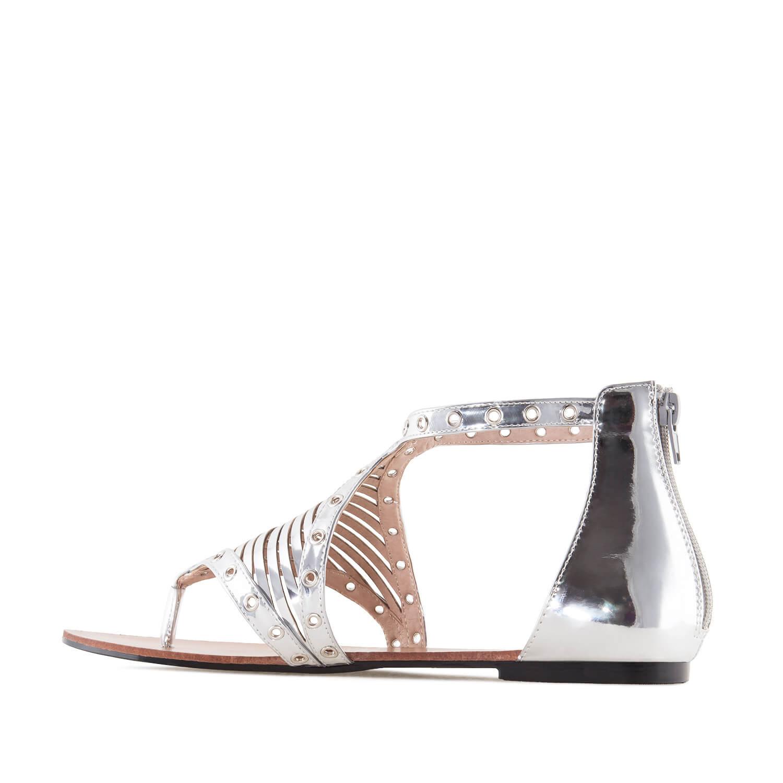 Hopeat Roomalais tyyppiset sandaalit.